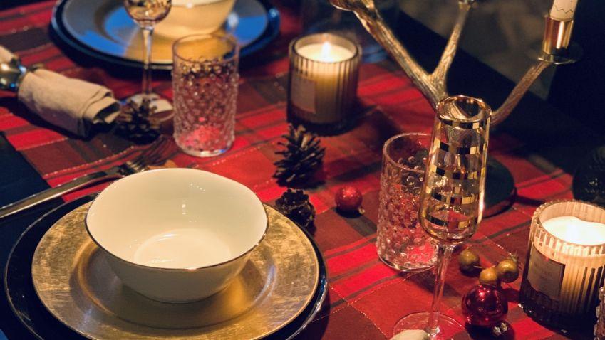 Vánoční tabule může být moderní nebo tradiční, ale vždy by měla být slavnostní