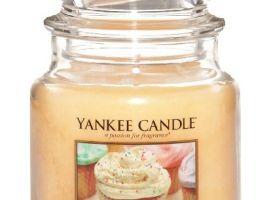 yankee-candle-vonna-svicka-vanilla-cupcake-classic-stredni-A