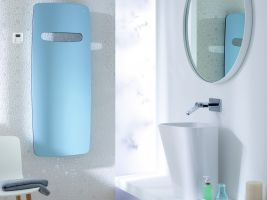 Zehnder-RAD-Vitalo-Spa-RACY-S-50mm-bathroom-1500-590-people-pacific-blue_Print_25812
