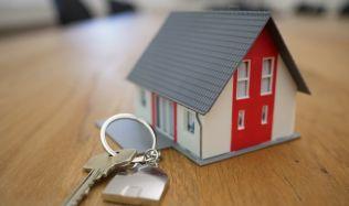 Zrušení daně z nabytí nemovitosti se odkládá. Senát návrh vrátil sněmovně