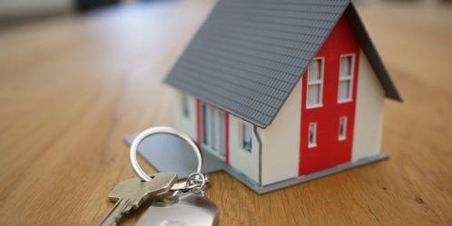 Zrušení daně z nabytí nemovitosti vrátilo trh na úroveň před krizí